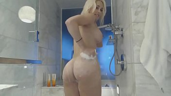 mariexo show webcam French mom and sister