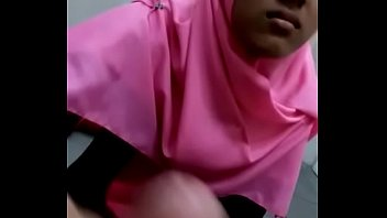 hijab sperm5 drinking Pretty moretta gives head to her lover