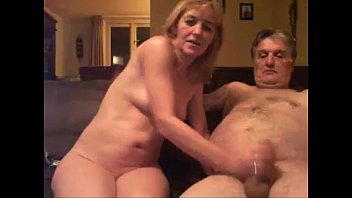 hija de oliendo concha Chinese familys dirty incest home video4