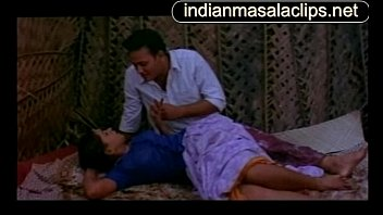 bra actresses indian in Indore couple gitanjali in inpink saree getting exposed